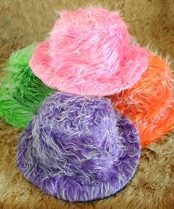 Chapeau-en-peluche-colorée