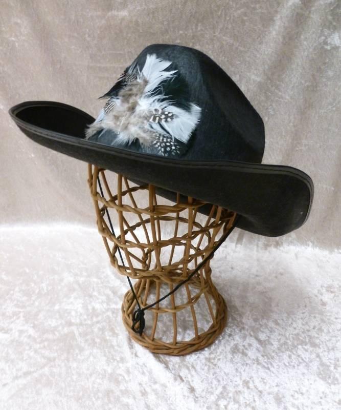 Chapeau-Cow-Boy-Dallas-plumes