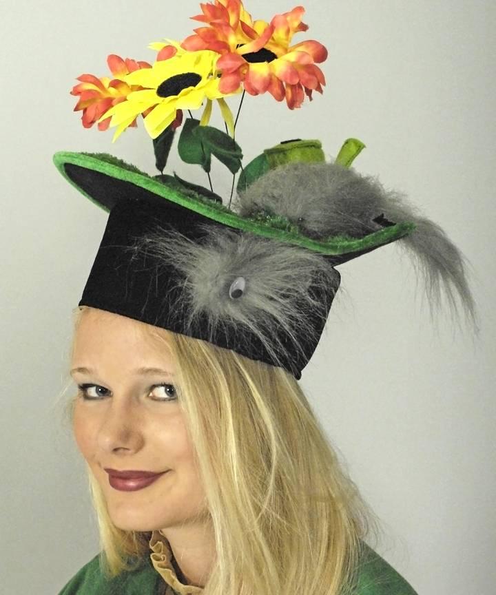 Chapeau-Humoristique-Belette-sur-pelouse-2