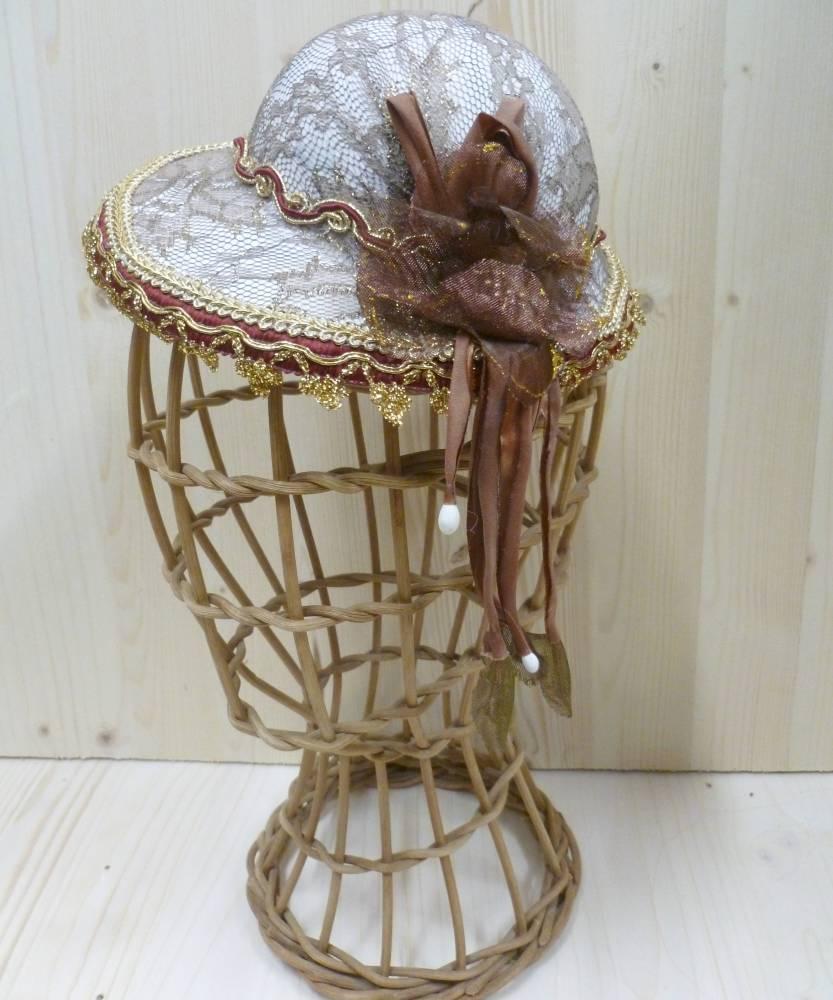 Chapeau-Bibi-avec-dentelle-pour-marquise