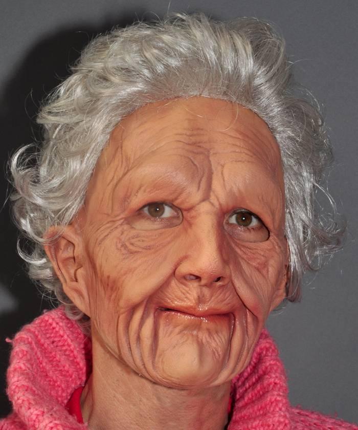 Masque vieille femme réaliste
