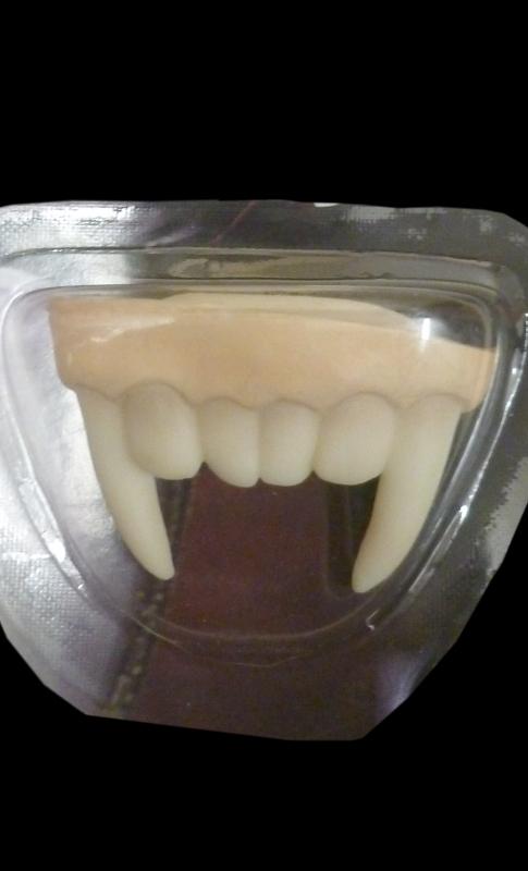 Dentier-de-vampire-pour-enfant