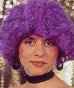 Perruque-Bouclée-violette