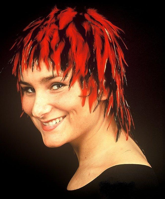 Perruque-Plumes-Nina-rouge-noir