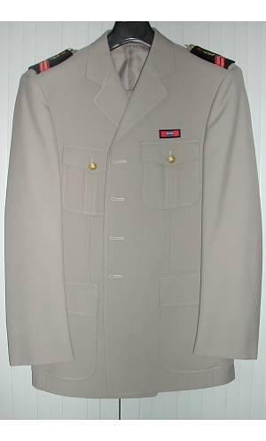 Costume-Uniforme-militaire