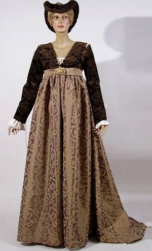Costume-Dame-Médiévale-luxe