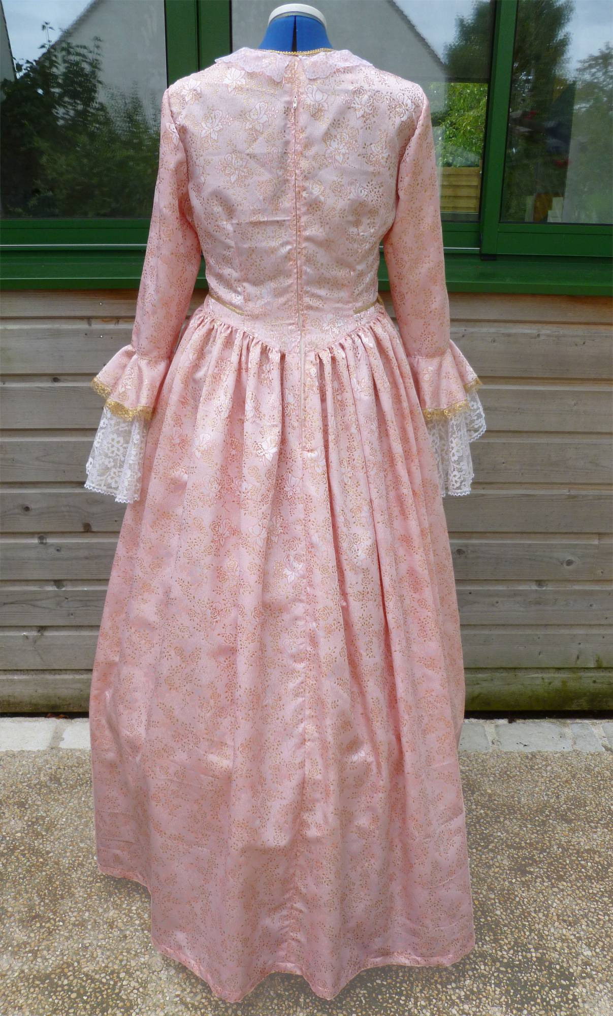 Costume-Marquise-rose-C3-2