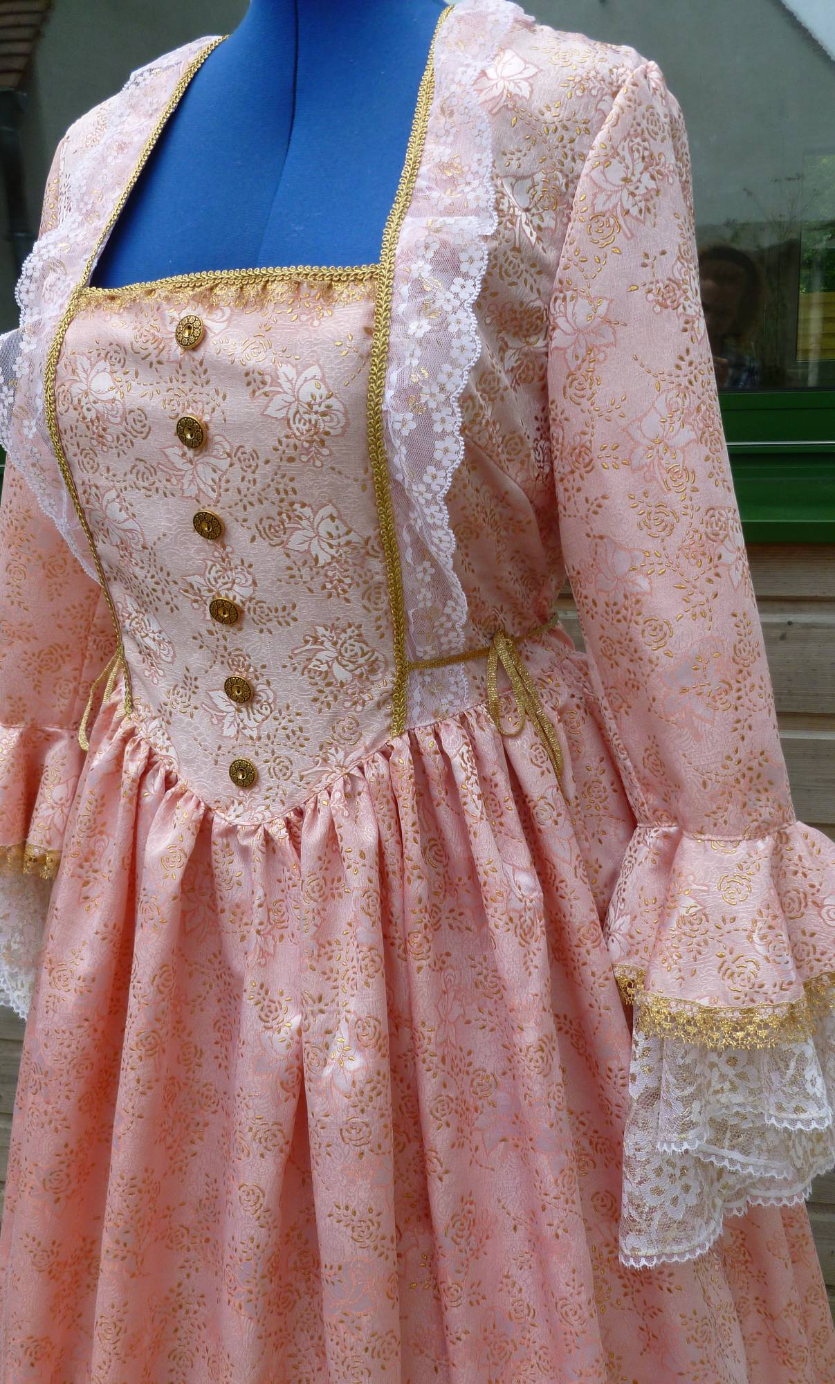 Costume-Marquise-rose-C3-4