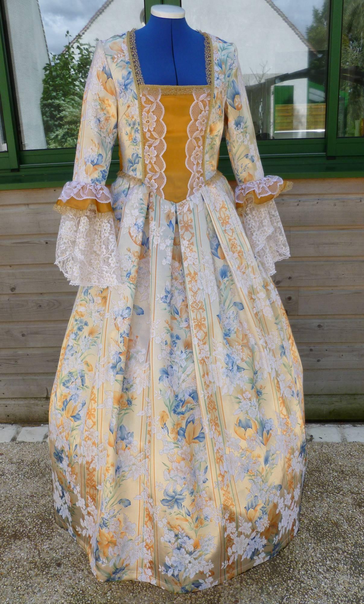 Costume-Marquise-dorée-C5