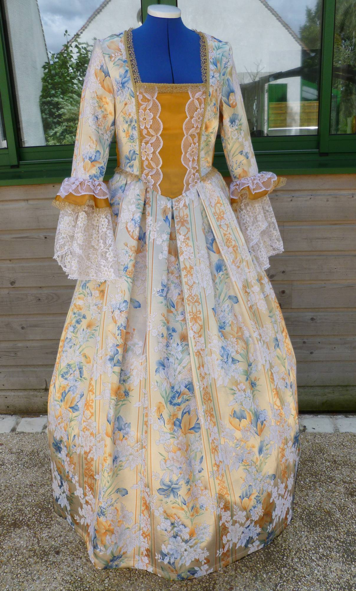 Costume-Marquise-dor�e-C5