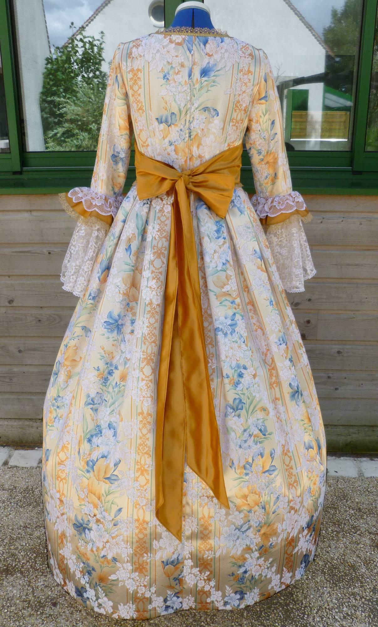 Costume-Marquise-dor�e-C5-2