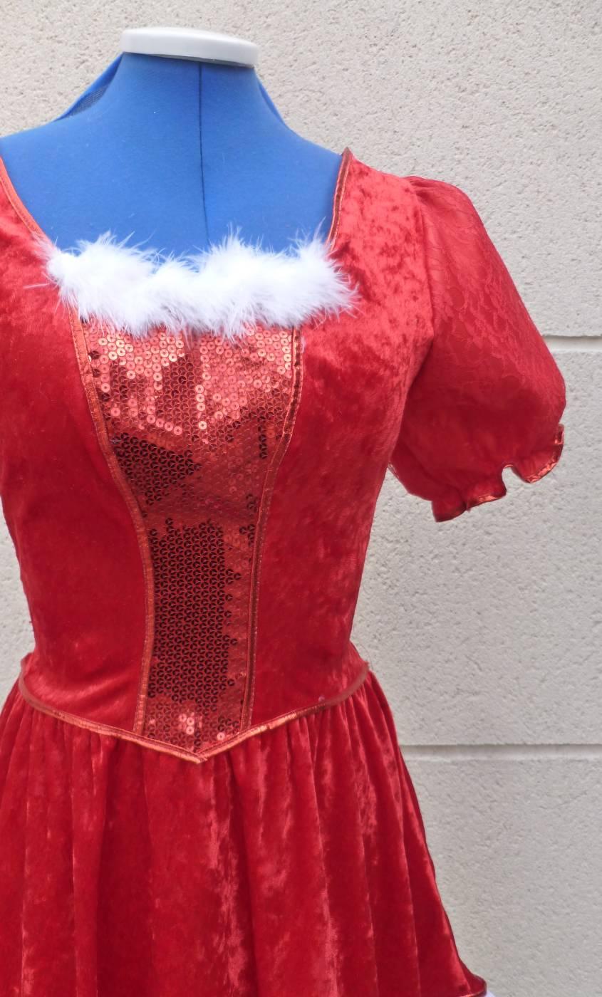 Costume-de-mère-Noël-avec-paillettes-2