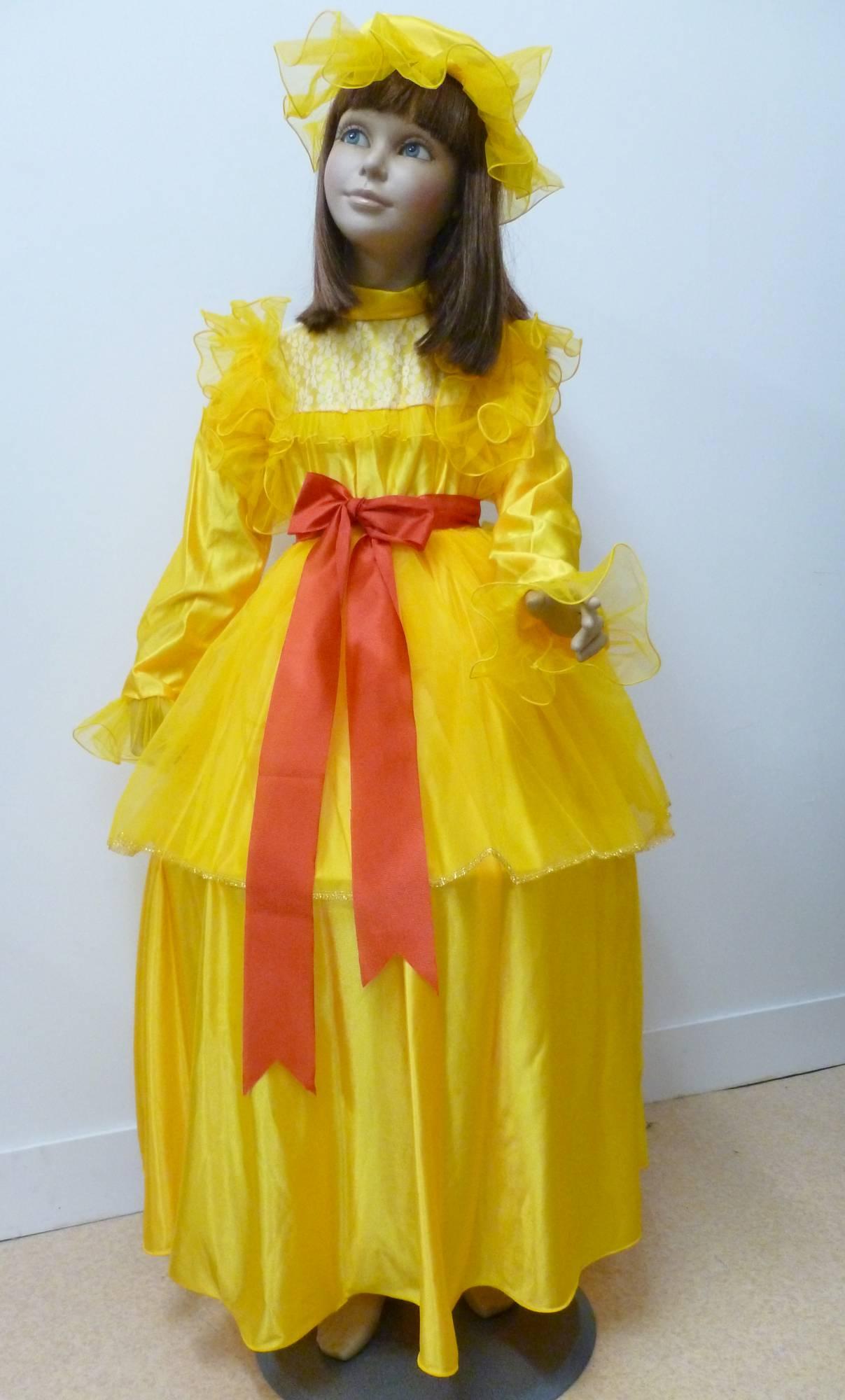 Robe-de-Marquise-jaune