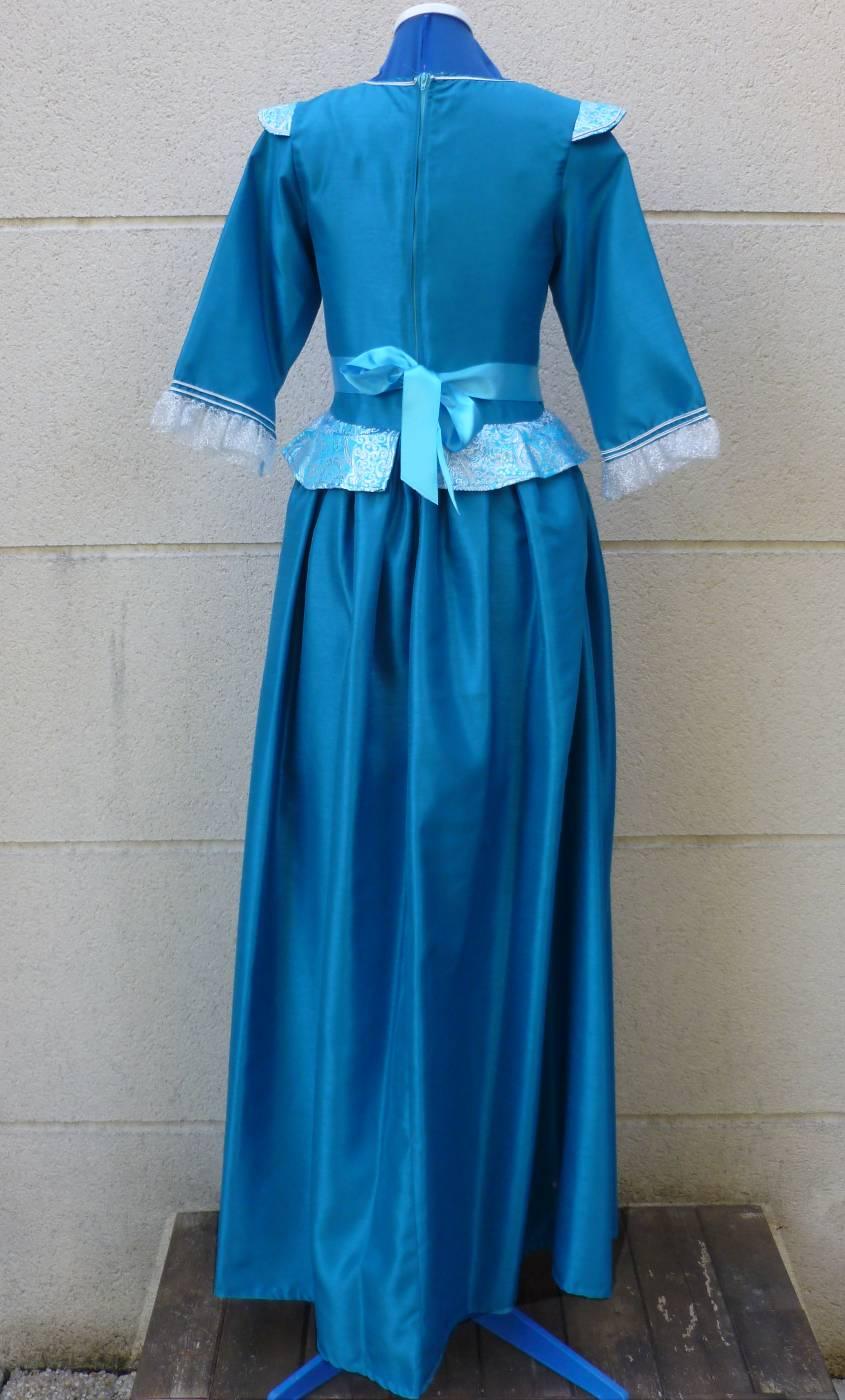 Robe-de-Marquise-bleue-Grande-Taille-2